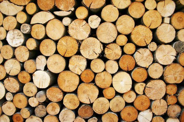 Dajte zbohom sekere a kálajte drevo rýchlejšie – pomôže vám štiepačka