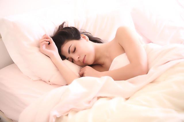 Ako sa pomocou posteľnej bielizne dopracovať k spokojnešiemu životu?